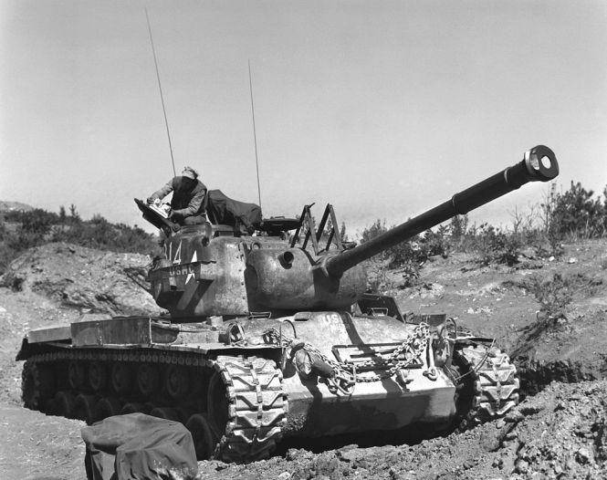1024px-Marines-tank-Korea-19530705